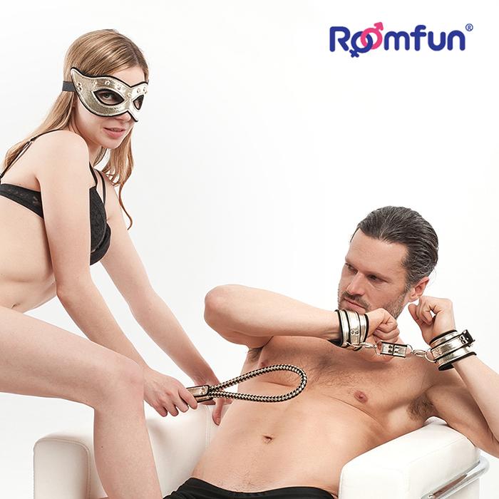 美國Roomfun.調教女王情趣套裝 (3合一)面罩-手銬-皮鞭